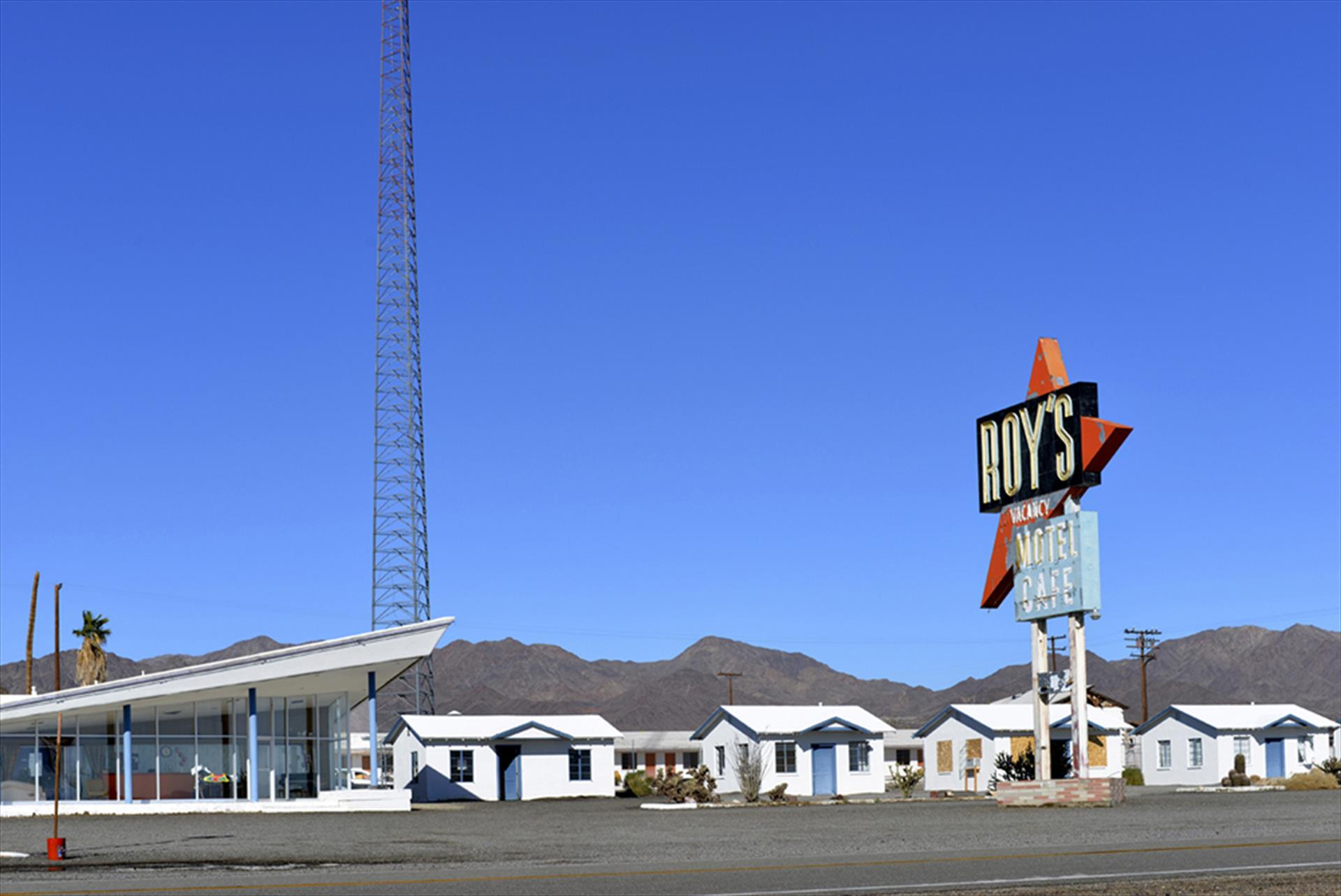 Shelley Curtis, Roy's on Route 66, Amboy, California
