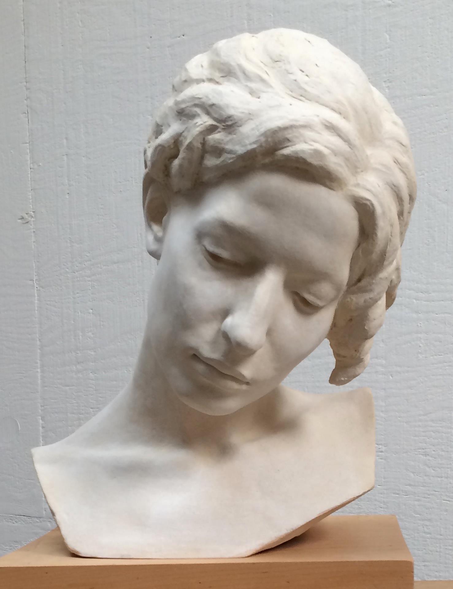 Anna Lee-Hoelzle, Ilaria